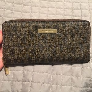 Gently used. Authentic Michael Kors Wallet